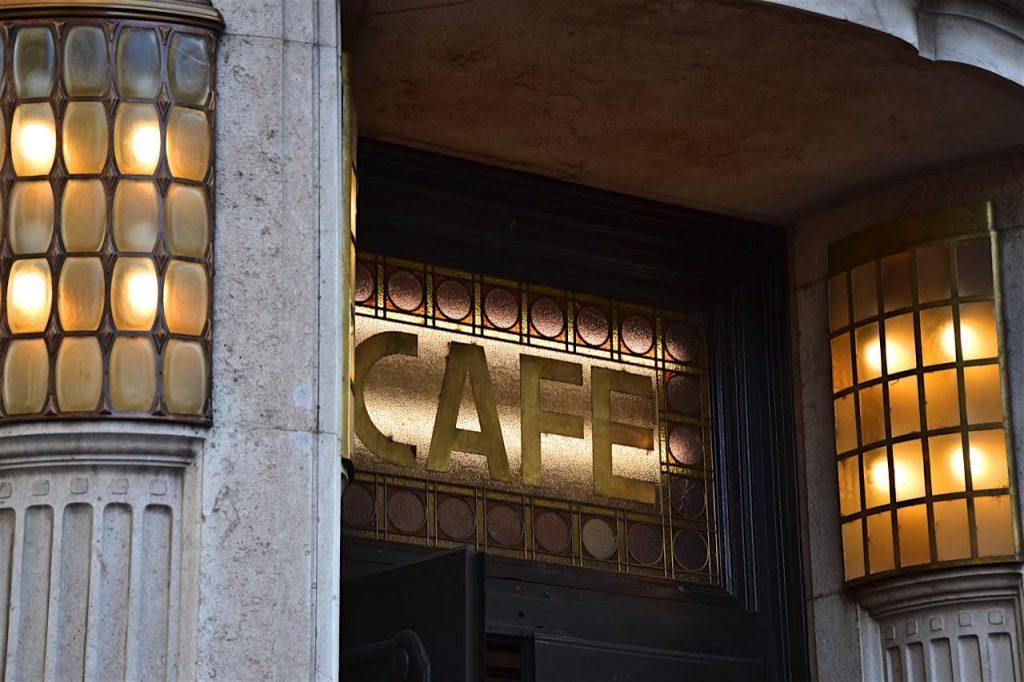 Kaffeehaussitzers Kaffeehaeuser