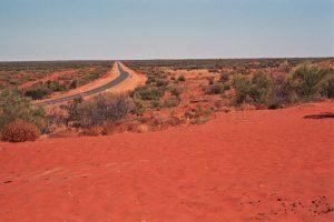 Australien: Endlose Straße durch das Outback