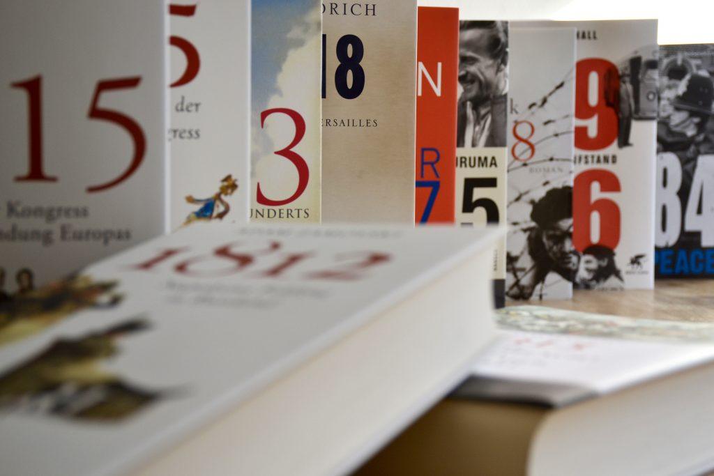 Jahr-Bücher: Nur eine Jahreszahl als Titel. Eine Liste.