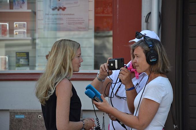 Maja Lunde wird interviewt