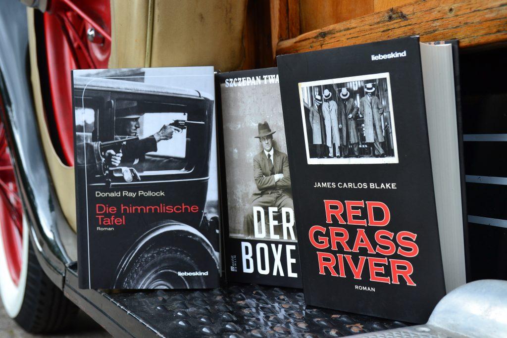 Gangster-Triple: »Die himmlische Tafel« von Pollock, »Red Grass River«von Blake und »Der Boxer« von Twardoch.